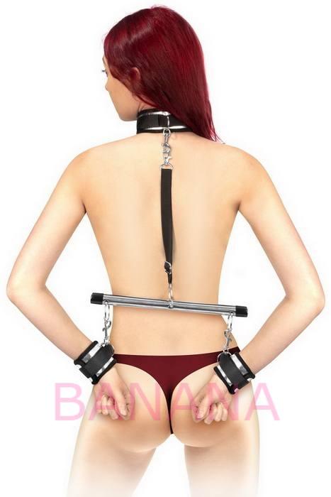 Фиксатор для рук и шеи с поводком Fetish Tentation Submission bar with handcuffs and collar